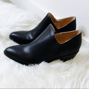 NWT Black Almond Pointed Ankle Short Booties Shoes